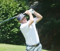 Walter Todd shot a 5-under par 67 to move up to third place.