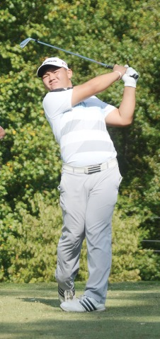 S.M. Lee shot a second round 9-under par 62 to finish second.