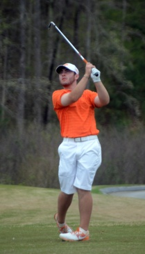 Austin Langdale has a two shot lead after the first round of the Clemson Invitational.