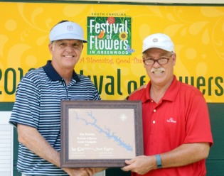 Walter Todd (l) receives his senior champion award from club pro Craig Malone.